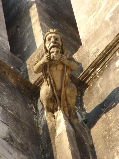 Gárgula no Mosteiro da Batalha, Portugal. Fotógrafo Júlio Reis.