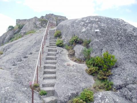 Castelo de Castro Laboreiro: As escadas rumo ao topo