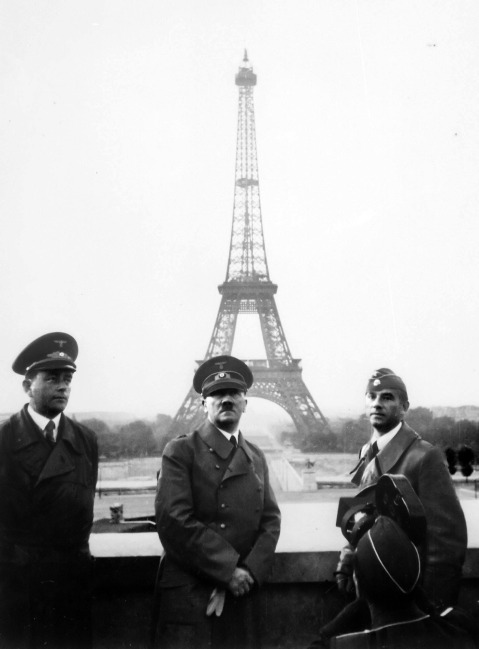 Adolf Hitler,  Albert Speer e Arno Breker (à direita) em Paris (1942)