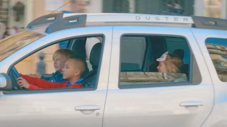 dacia-kids-driving-1