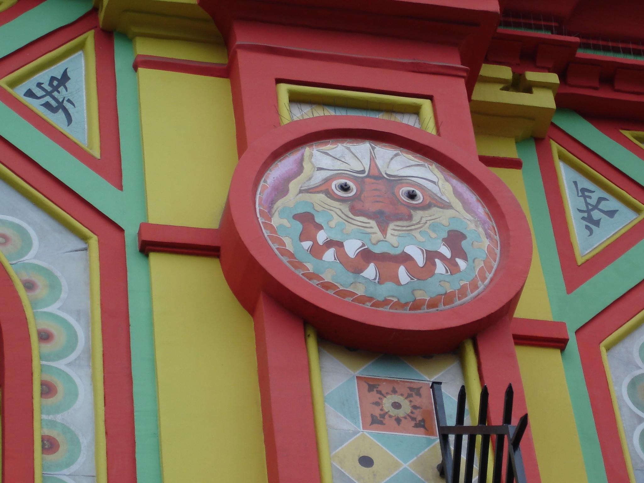 Pormenor da fachada da sala de espetáculos Bataclan, em Paris