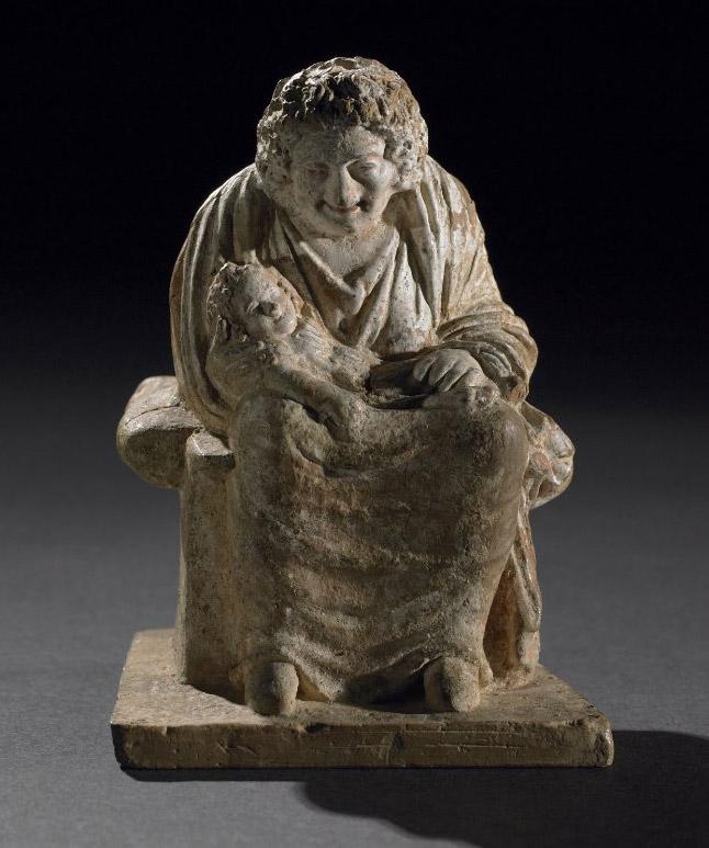 04. Figura de terracota de uma velha ama com um bebé. Beócia. Grécia. Cerca de 330-300 a.C. British Museum.