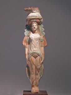 08. Isis-Afrodite ou estatueta funerária de uma cortesã sagrada. Terracota pintada, 330-30 ac.