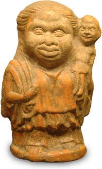 09. Mulher grotesca com uma menina ao ombro. Ática. Grécia, 325-300 a.C. Museu do Louvre.