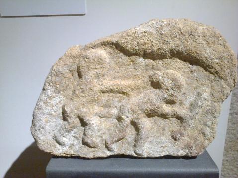 Escultura em baixo-relevo. Museu da Cultura Castreja.