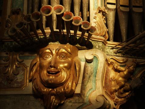 Figura órgão de Tibães