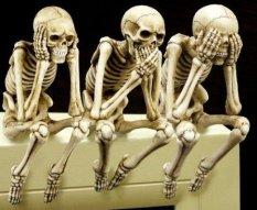Os três esqueletos