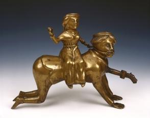 10. Aquamanile représentant Aristote et Phyllis. XVe siècle. Musées royaux d'Art et d'Histoire. Bruxelles.