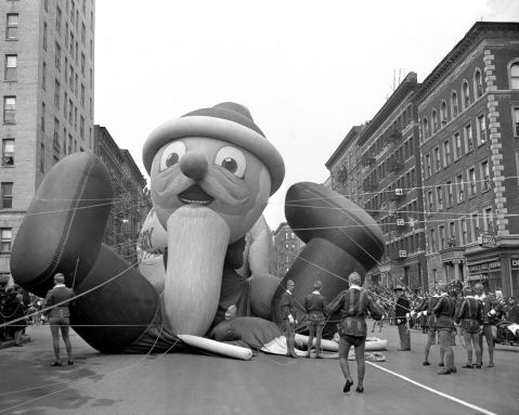 Santa. Macy's Thanksgiving Day Parade. 1941.