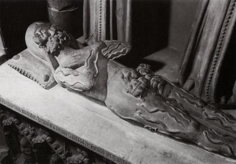 transi-de-francis-de-la-serra-a-la-sarraz-en-suisse-datant-de-la-fin-du-xive-siecle