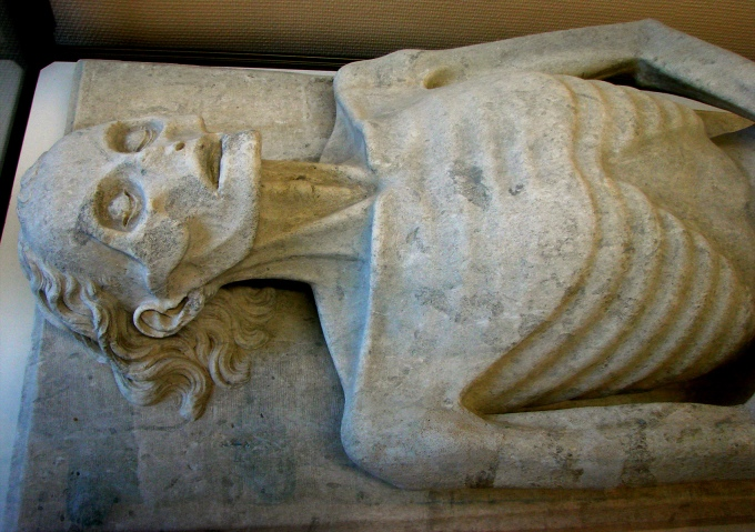 transi-de-guillaume-de-harcigny-1394-musee-de-laon