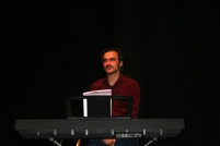 19. Músico. Teclado. Fotografia de Francisco Abrunhosa.