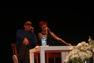 23. Ses e Pedro Abrunhosa a cantar em conjunto. Fotografia de Francisco Abrunhosa.