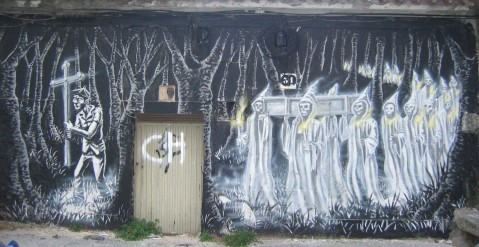 Santa Compaña (graffiti) na rúa Almirante Matos, Pontevedra. Galiza.