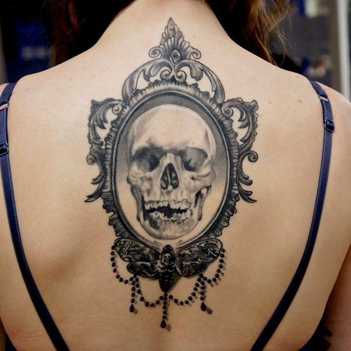 09. Tatuagem de caveira, por Adem Senturk.