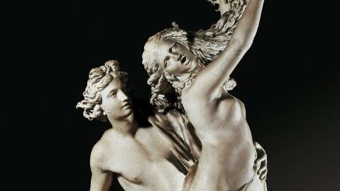 Gian Lorenzo Bernini. Apolo e Dafne, 1622-1625. Dafne transforma-se em loureiro para escapar ao assédio de Apolo