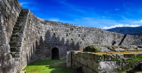 16. Melgaço. Muralha do Castelo
