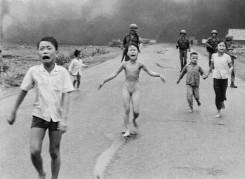 04. Phan Thi Kim Phúc durante a Guerra do Vietname. 8 de Junho de 1972.