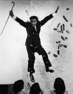 08. Salvador Dali fotografado por Philippe Halsman.