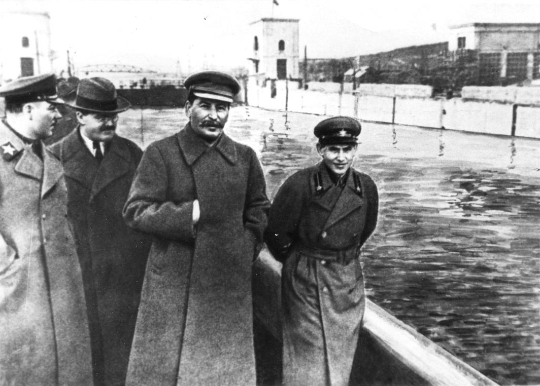 Voroshilov, Molotov, Stalin, com Nikolai Yezhov