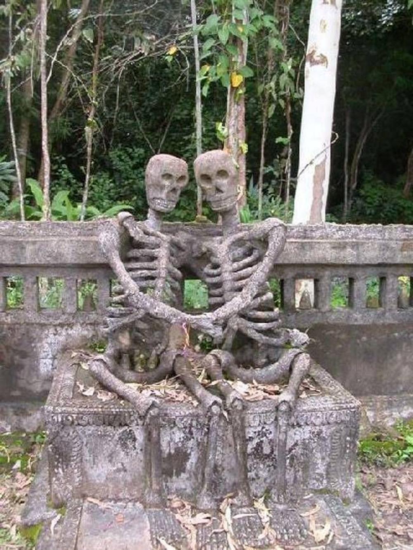 Esqueletos enamorados, Nong Khai. Nordeste da Tailândia. O amor para além da morte